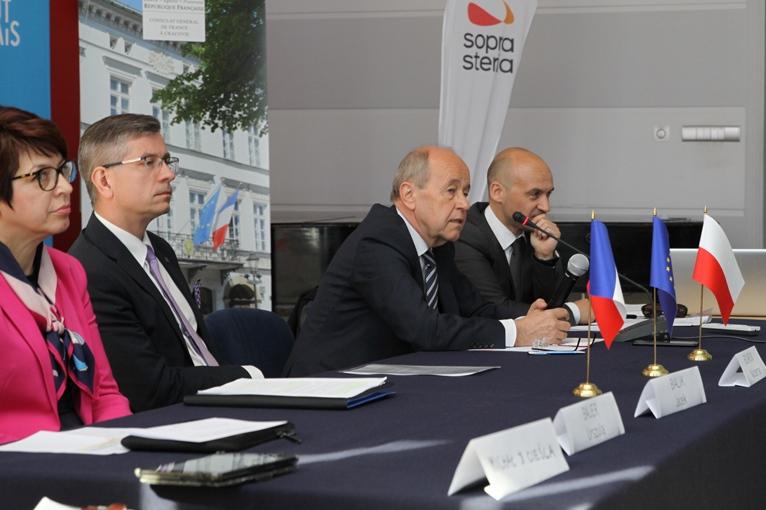 Uczestnicy panelu dyskusyjnego podczas konferencji