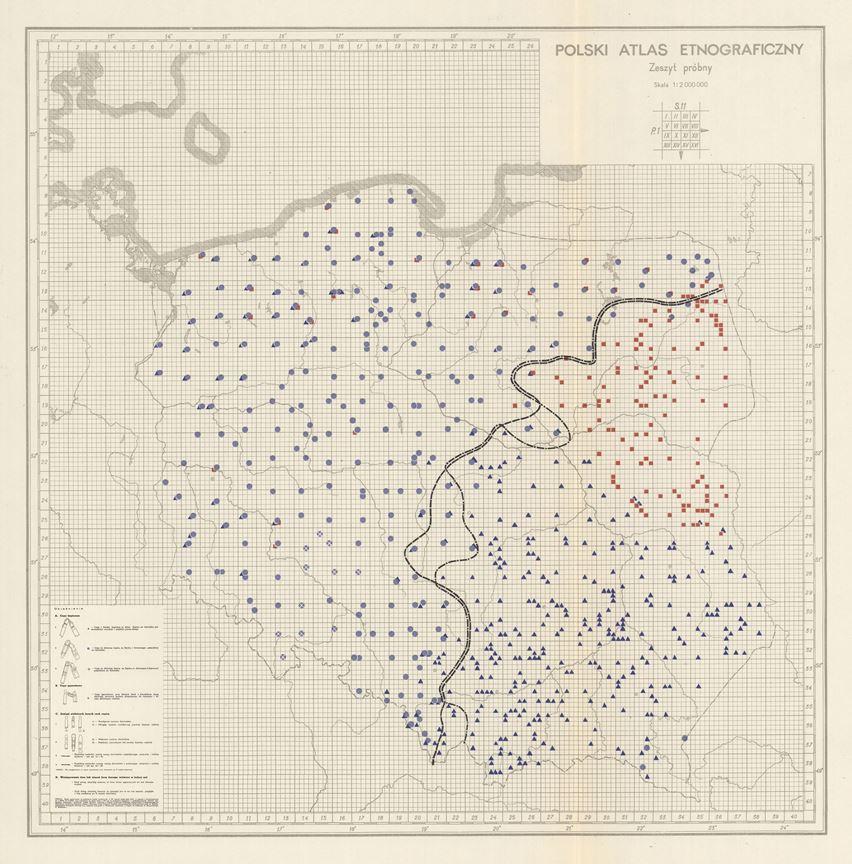 Przykładowa mapa Polskiego Atlasu Etnograficznego, zaznaczono na niej różnymi symbolami zasięg występowania wybranych form cepa (narzędzia rolniczego)