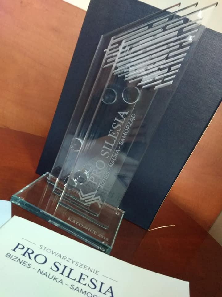 "Nagroda ""Pro Silesia"" dla spółki SPIN-US. Statuetka"