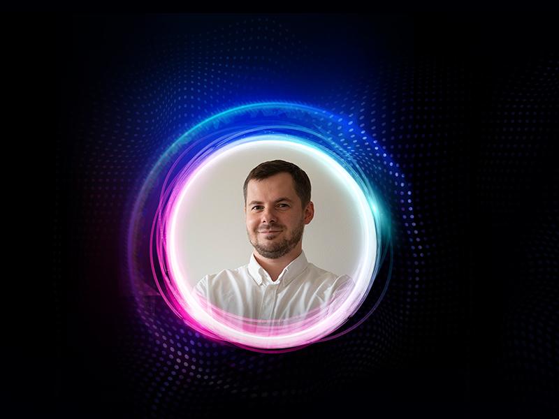 Rok z COVID-19 – jak nie oszaleć? Spotkanie z dr. Marcinem Moroniem (Scena Premier Naukowych: Naukowy Talk Show)