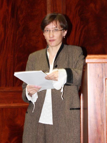 Dr Edyta Nieduziak