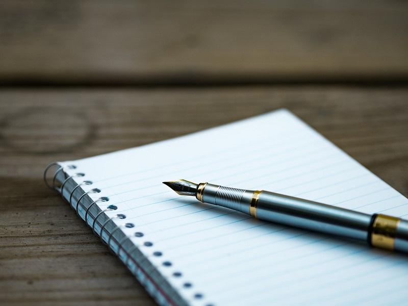 pióro leżące na notatniku/fountain pen on a notebook