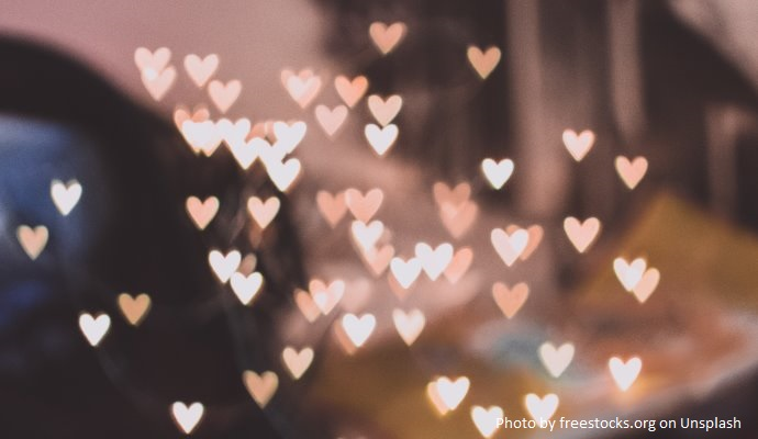 efekt świetlny prezentujący serca
