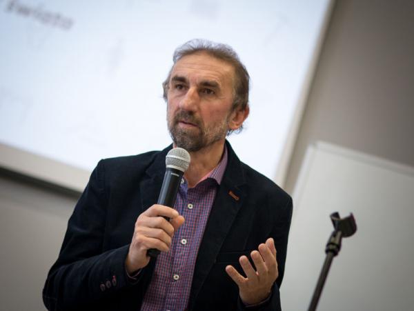 Zdjęcie portretowe prof. Bogdana Dembińskiego