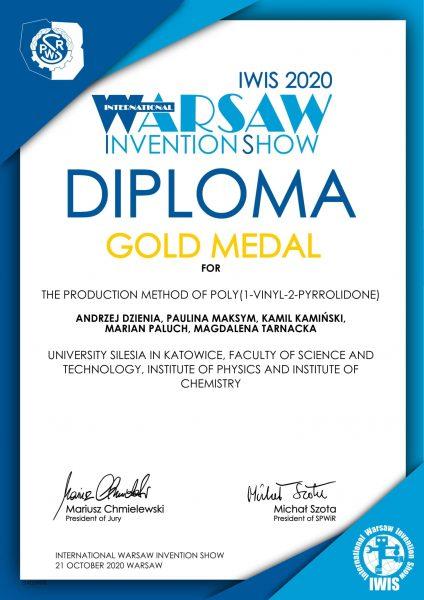 biało-niebieski dyplom Międzynarodowej Warszawskiej Wystawy Wynalazków IWIS dla badaczy z Uniwersytetu Śląskiego