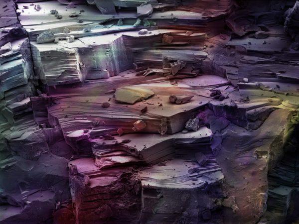 Faktura bryłki kwarcu różowego, pow. 200× / fot. Jagna Karcz, Bartosz Baran – koloryzacja