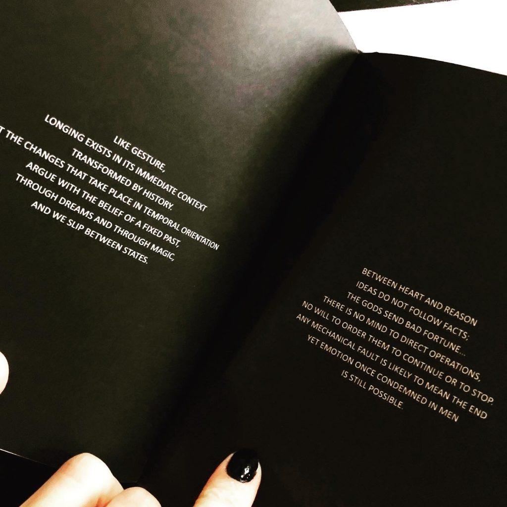 """wnętrze książki pt. """"Unhappy ending"""""""