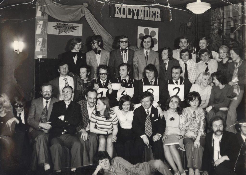 """Bal Rocznicowy w """"Kocyndrze"""", rok 1975 (15 listopada). Autor fotografii Stefan Kuziel."""
