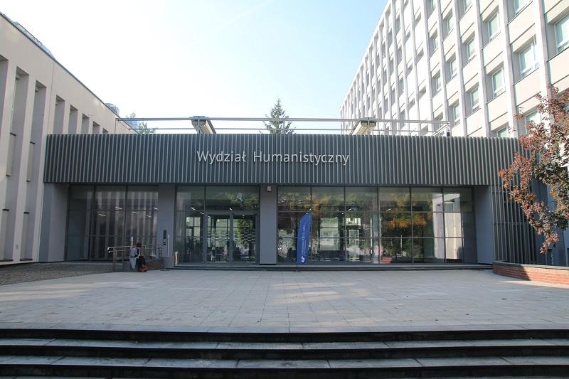 Wejście do budynku Wydziału Humanistycznego przy ul. Uniwersyteckiej 4 w Katowicach