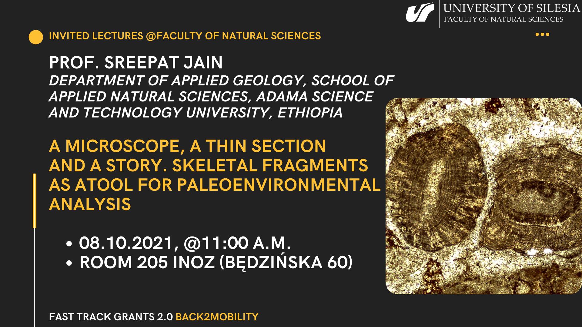 grafika promująca wykład - tekst na brunatnym tle, po prawej stronie zdjęcie mikroskopowe skamieniałości